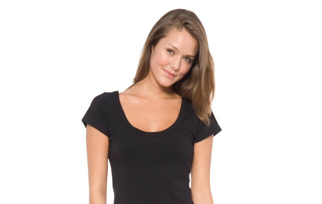 انتخاب نوع لباس بر اساس شکل اندام - یقه گرد باز