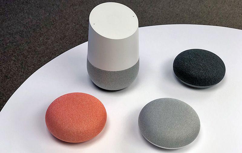 Google Home Mini در کنار Google Home