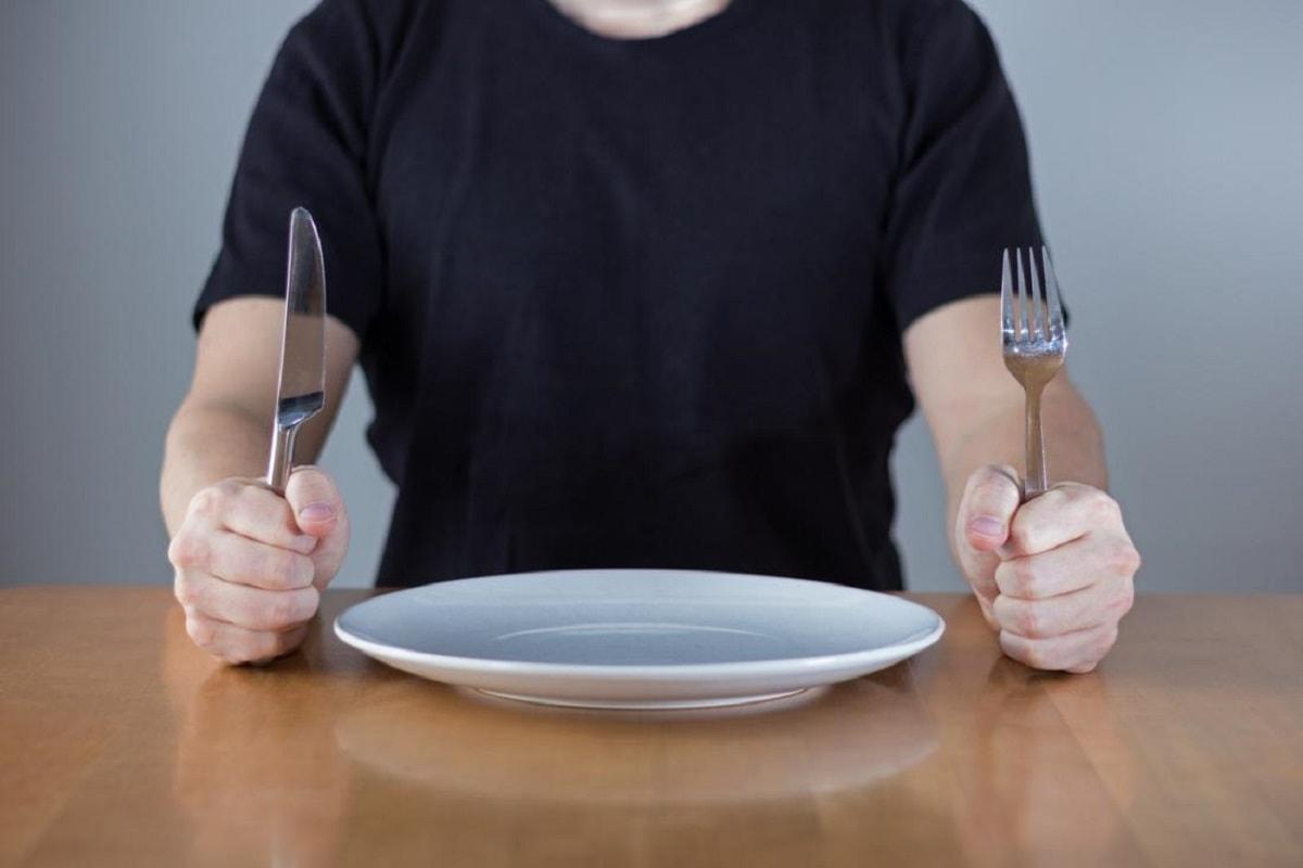 زنده ماندن 2 ماه بدون غذا