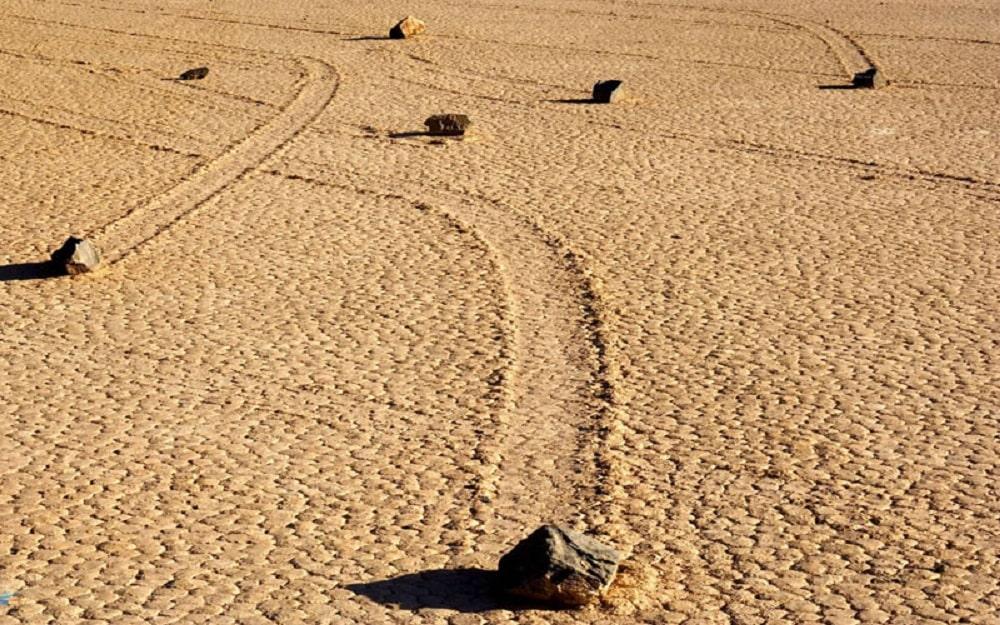 سنگ های متحرک دره مرگ کالیفرنیا