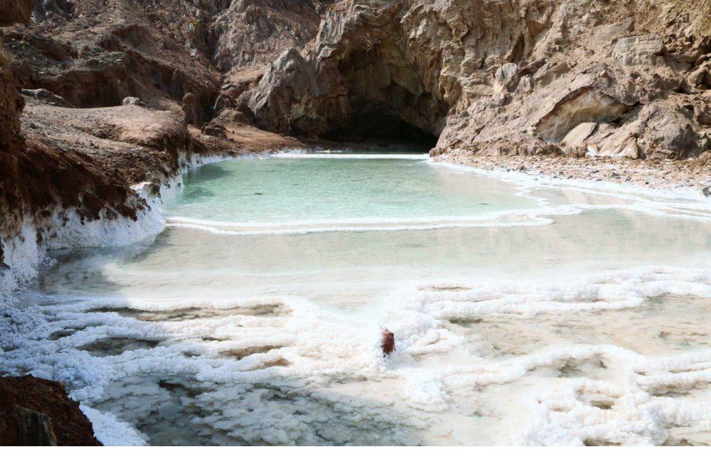 غار و دریاچه نمکدان قشم