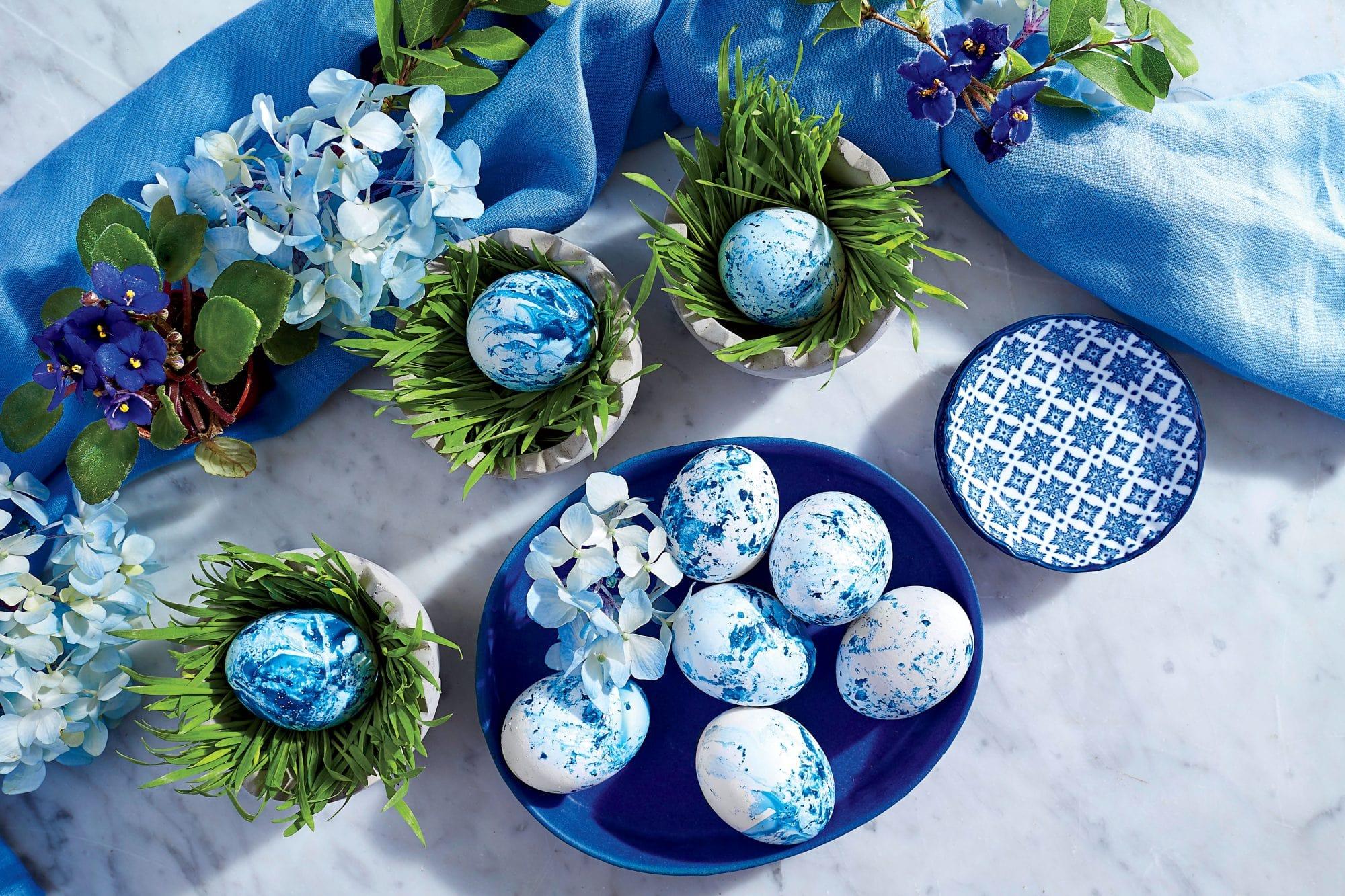 آبی کلاسیک و سفید