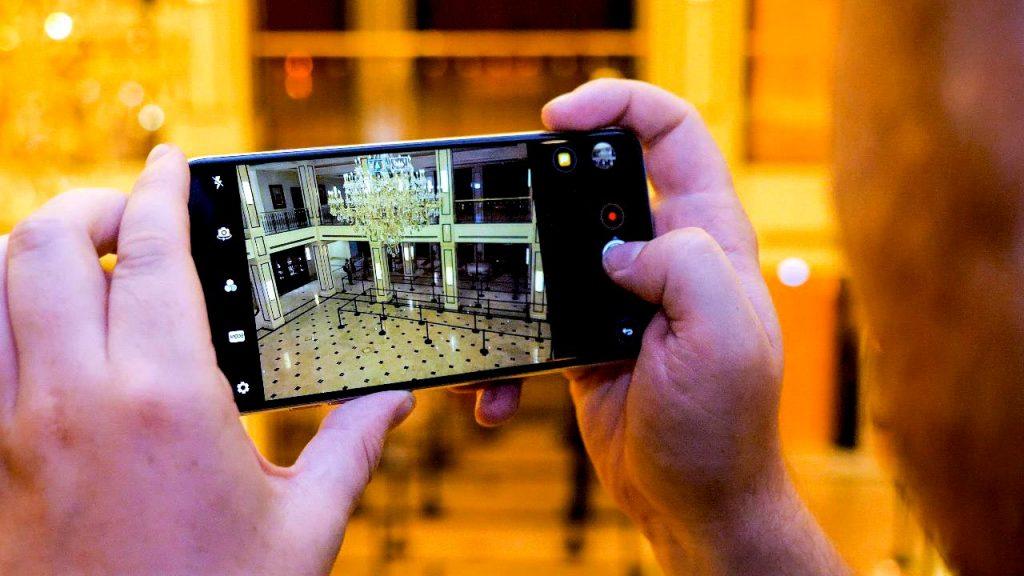 نقد و بررسی گوشی LG V30
