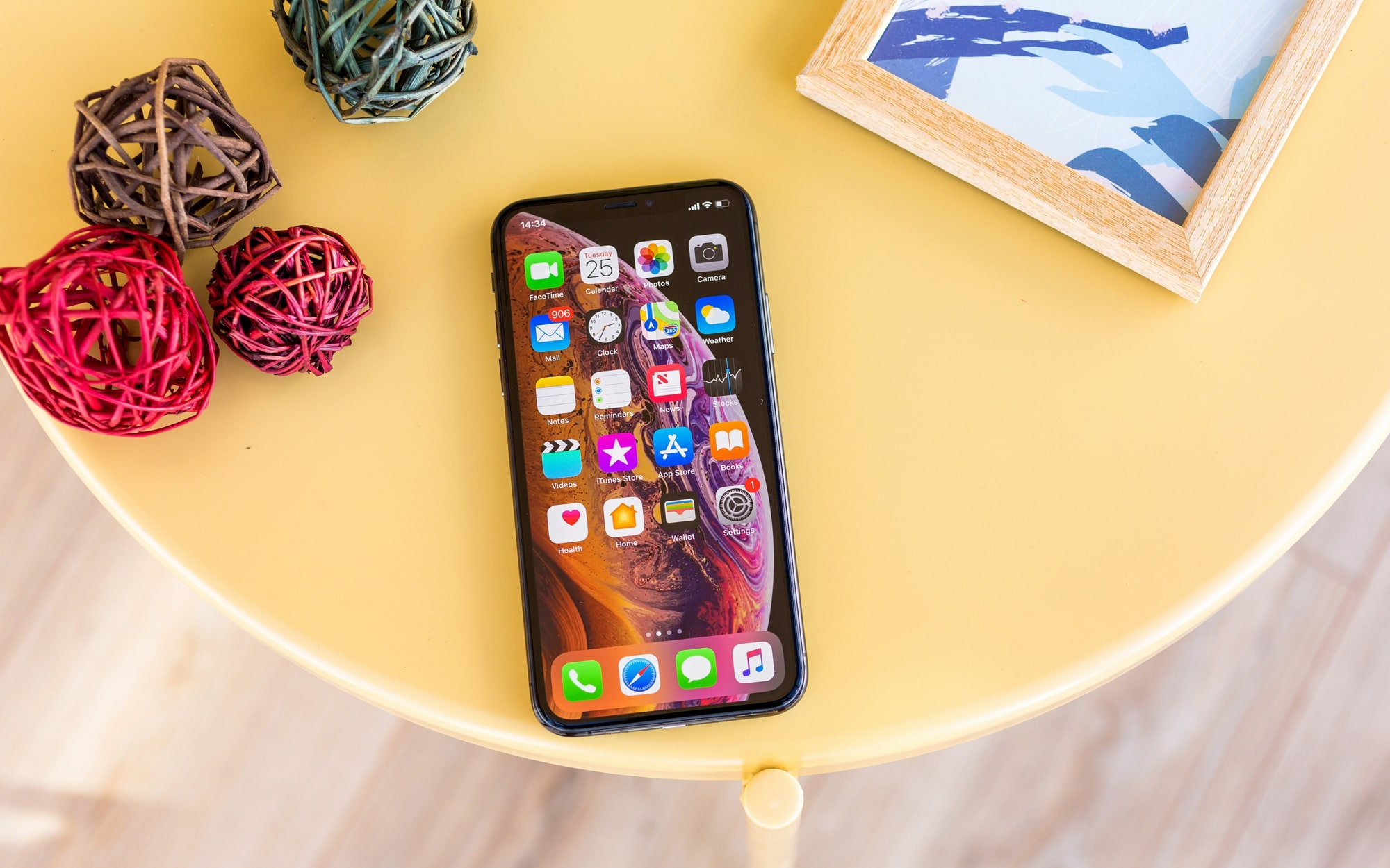 Apple-iphone-xs-review